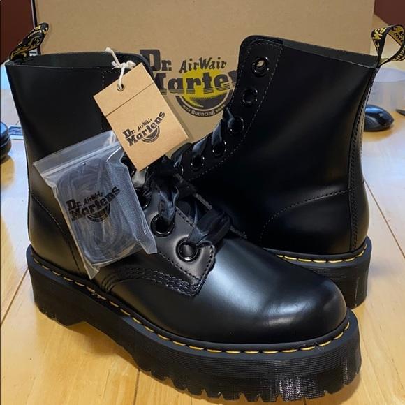 Dr. Martens Shoes   Auth Nib Dr Martens